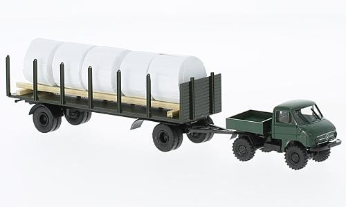Unimog U411 mit Anhänger und Ladegut/Heuballen
